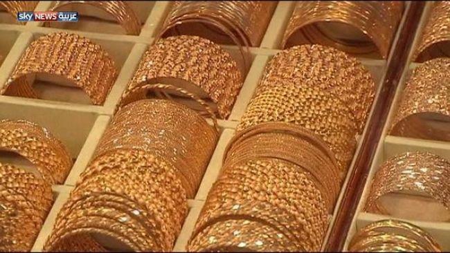 إرتفاع الذهب بالتزامن مع تراجع الدولار والأسهم