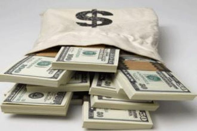 عودة إرتفاع صرف الدولار مجدداً أمام الريال بعد أن شهد الأخير تحسناً خلال اليومين الماضين