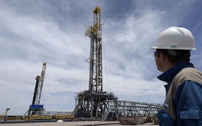 عُمان تُعلن تراجع إنتاجها النفطي