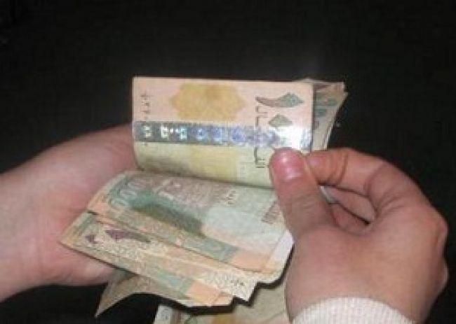 إستمرار الإنهيار في سعر العملة ومظاهرة في عدن دعماً لـ«هادي» وللمطالبة بوقف انهيار الريال