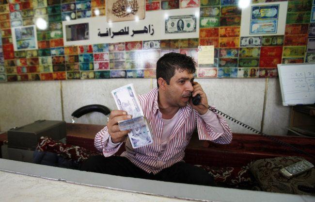 خبير اقتصادي يكشف أسباب تحسن الريال اليمني أمام العملات الأجنبية