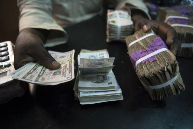 إنهيار مستمر للريال اليمني مقابل العملات الأجنبية