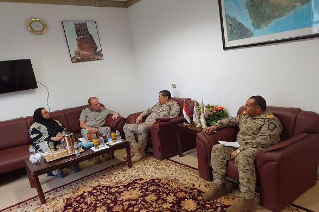 رئيس هيئة الأركان العامة يلتقي الملحق العسكري البريطاني لدى اليمن