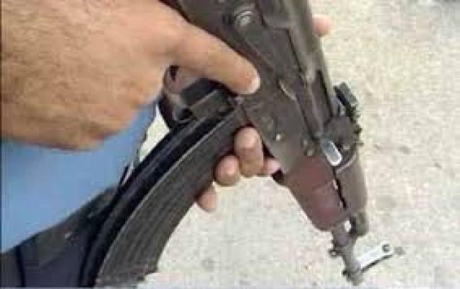 لحج : مسلح يقتحم مدرسة القادسية في عقان بالمسيمير