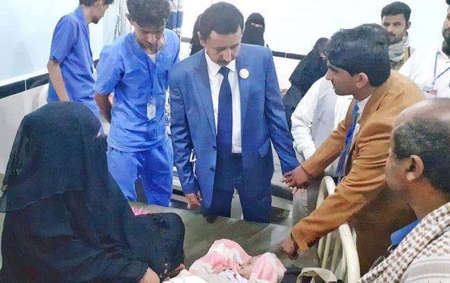 محافظ شبوة يزور المخيم الجراحي الأول للشفة الأرنبية وسقف الحلق بمستشفى عتق العام .