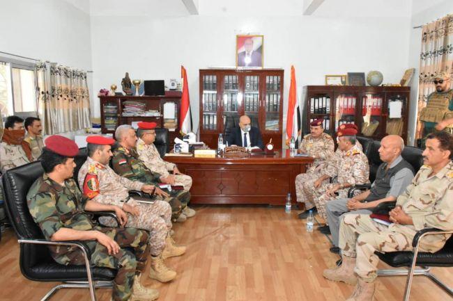 محافظ تعز يشدد على اليقظة ورفع الجاهزية ومواصلة الانتصارات على المليشيات الحوثية