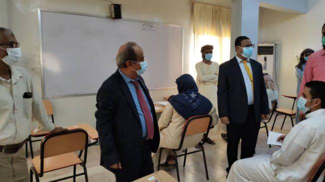 وزير التعليم العالي والبحث العلمي يتفقد سير امتحانات الفصل الثاني في جامعة العادل