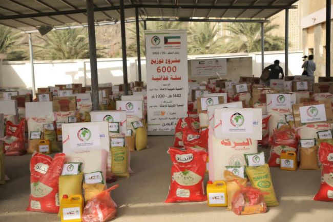 بدعم من دولة الكويت .. مؤسسة التواصل تدشن مشروع توزيع 6000 سله غذائية للنازحين في عدد من محافظات