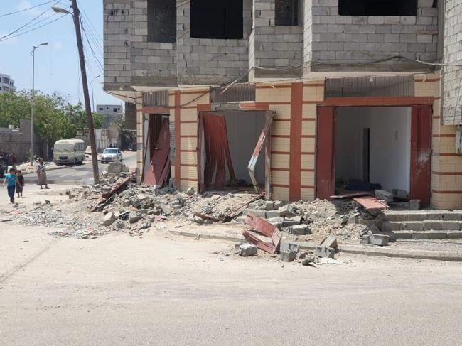مستثمر يناشد بالقبض على عصابة قامت بالاعتداء على منزله في عدن
