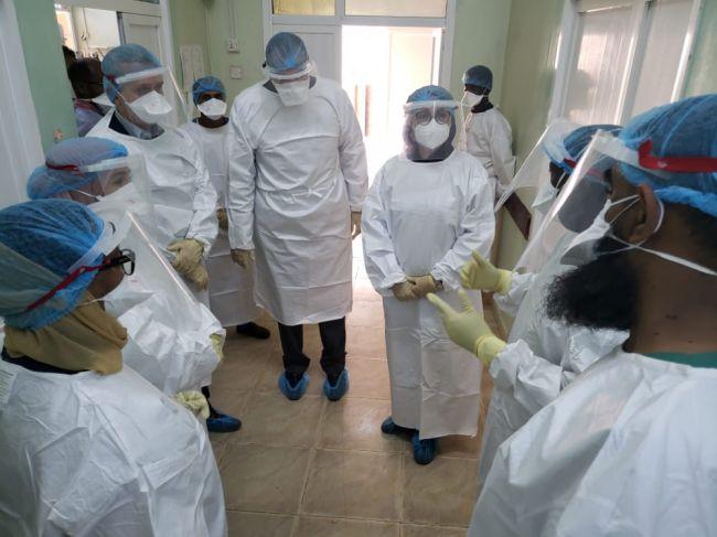 وفد كبير لمنظمة الصحة العالمية يزور مستشفى الصداقة في عدن